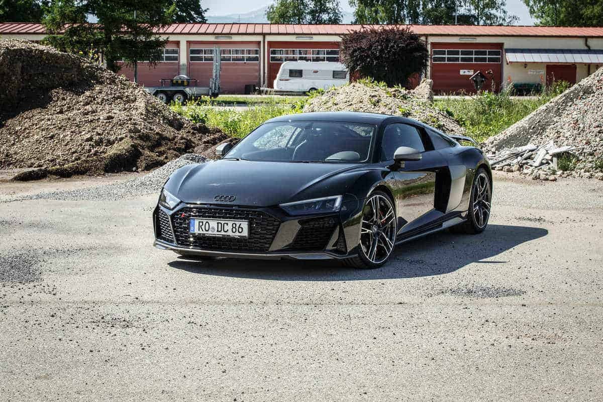 rent an audi r8 v10 perfoemance in munich