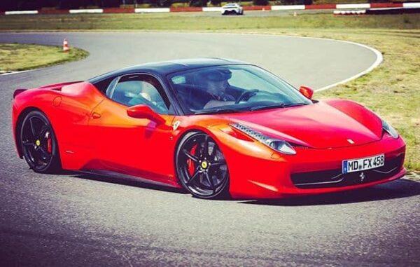 Ferrari Gutschein 2 Runden Renntaxi fahren