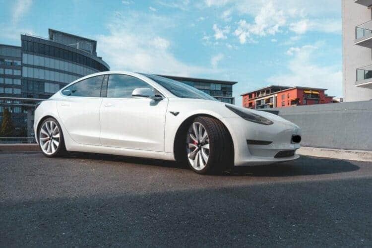 Rent a Tesla Model 3 Performance in Frankfurt - DRIVAR E ...