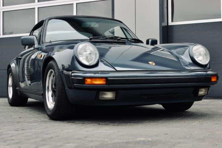 rent a Porsche 911 Carrera G-model in Hamburg