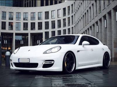Rent a Porsche Panamera Turbo in Frankfurt
