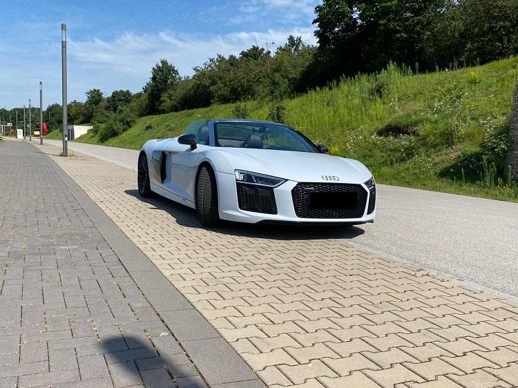 Rent an Audi R8 V10 Performance Spyder in Nuremberg