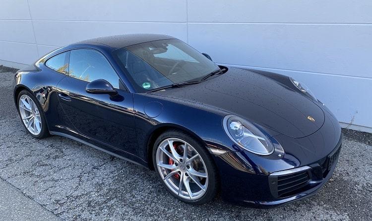 Rent a Porsche 911 Carrera 4S in Stuttgart